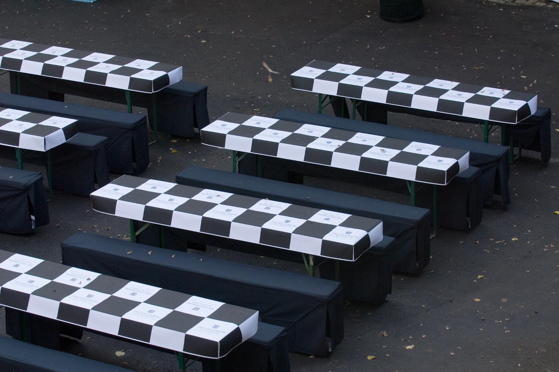 Papiertischdecke, individuell bedruckt, Götzenburg, Weinfest, Tischdecke, Veranstaltung, Event-Design, Outdoor, wasserfest, Exterior-Design